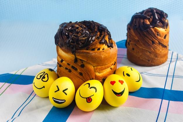 イースターケーキと絵文字の卵