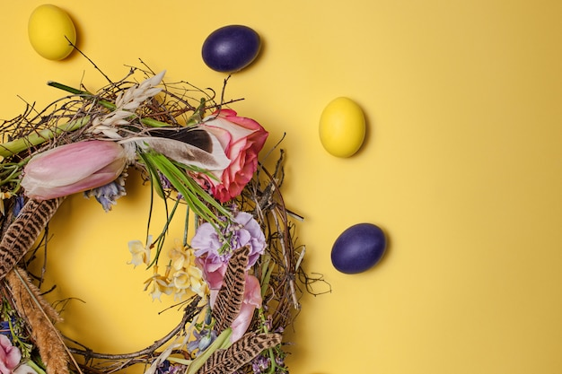 イースターカード。巣の塗装イースターエッグ