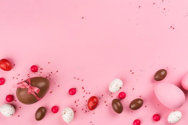 ピンクのイースターチョコレートの卵
