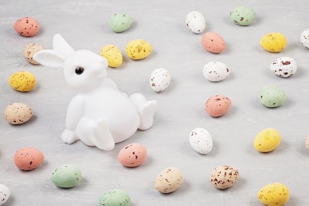 ウサギと卵イースター組成