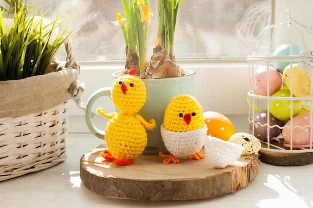 부활절 장식 - 달걀 껍질에서 병아리를 크로 셰 뜨개질