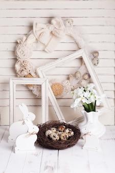 Пасхальные украшения - белые кролики шебби шик и венок