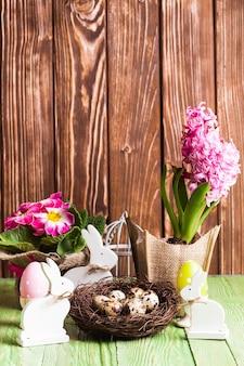 Пасхальные украшения - белые кролики шебби шик и весенние цветы