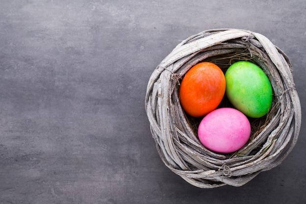Пасхальные яйца в гнезде. весенняя дисконтная карта.