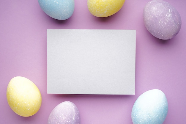 Пасхальные яйца на фиолетовом