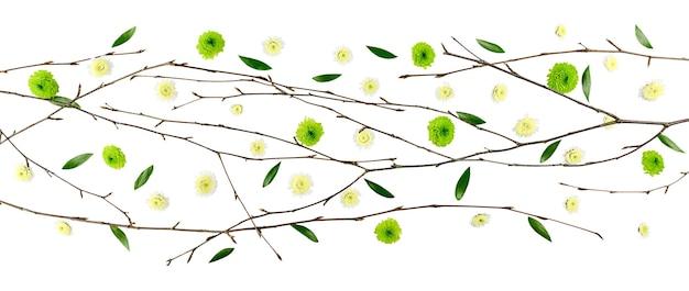 イースターの花の構成。菊の柄。フラットレイ、上面図、バナー