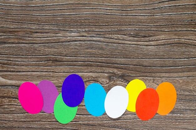 부활절 프레임 공예 인사말 종이 계란 나무 테이블에