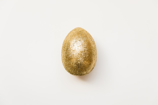 Easter golden glitter egg isolated on white background. minimal happy easter card