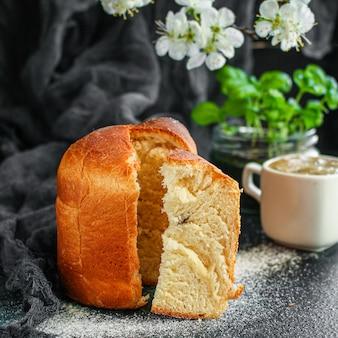 Пасхальный торт крашеные яйца праздничная традиционная выпечка сладкий десерт угощение