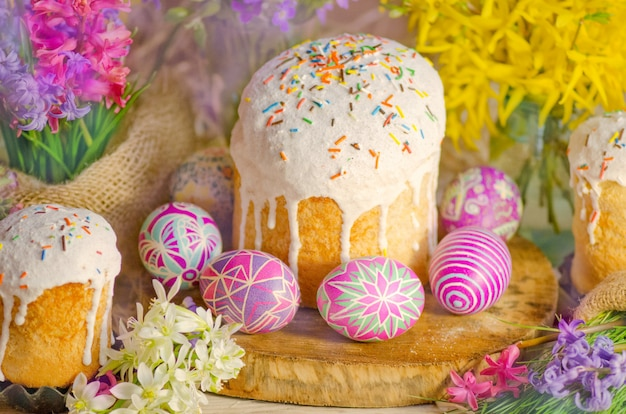 Easter holiday cake with eggs and flowers.