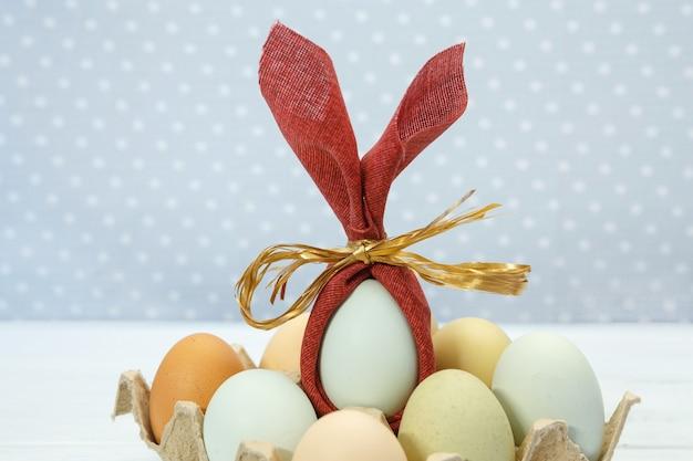 부활절 휴일 달걀과 밝은 배경에 과자