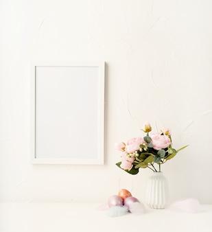 イースターホリデー。牡丹と色の卵で壁にフレーム