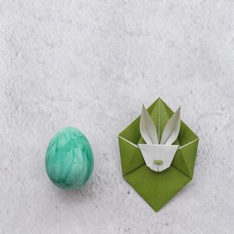 계란과 종이 접기의 부활절 세트
