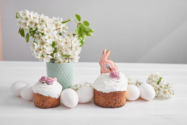 Easter sweet bread, easter cake with flowers and gingerbread. holidays breakfast concept with copy space. easter greeting card template. homemade pasques.easter sweet.
