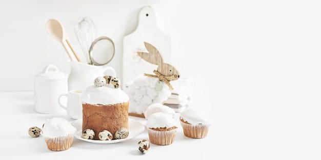 イースターの甘い自家製カップケーキ。お祭り料理。イースターバニーと卵。自家製ケーキとデザート。