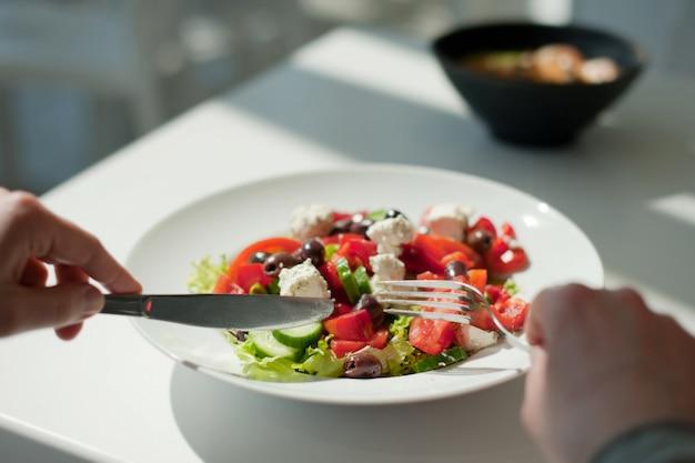 Eating fresh and healthy salad