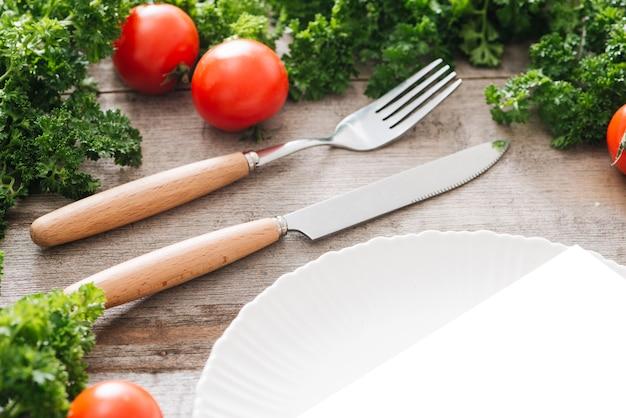 コピースペースで健康的な食べ物、野菜の背景を食べる。