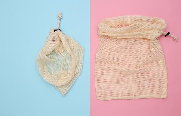 핑크 블루 파스텔 배경에 에코 면 가방. 평면도