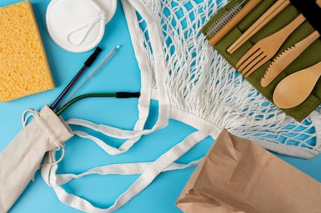 에코 공예 종이 식기 종이 가방 금속 빨대 면 가방 및 나무 칼 배경