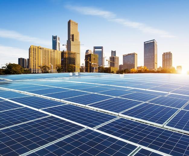 Экологически чистая зеленая энергия устойчивого развития солнечной электростанции с горизонтом нанчан