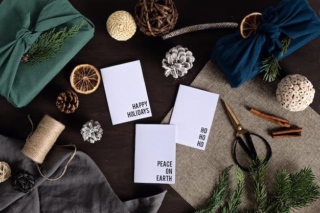 服に包まれた環境にやさしい代替の緑のクリスマスプレゼント