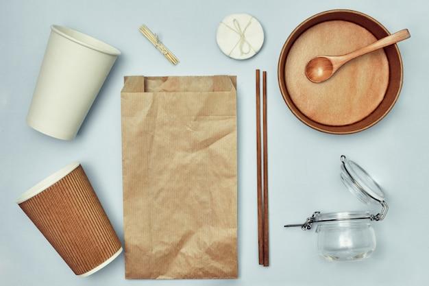 エコフレンドリーで生分解性の使い捨て食器。環境保護。テイクアウトの食べ物。