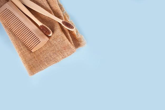 Экологичные бамбуковые зубные щетки и щетки для волос. нулевые отходы