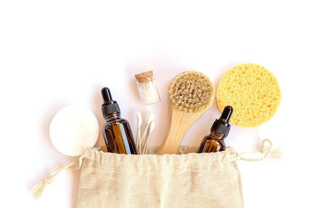 肌のための環境にやさしい美容製品、天然のオーガニックバスルームツール。プラスチックのない寿命はありません。エコロジカルスキンケア、ボディトリートメントコンセプト。意識的なミニマリズムビーガンライフスタイル。リデュース、リユース、リサイクル。