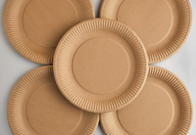 環境にやさしい使い捨て紙食器