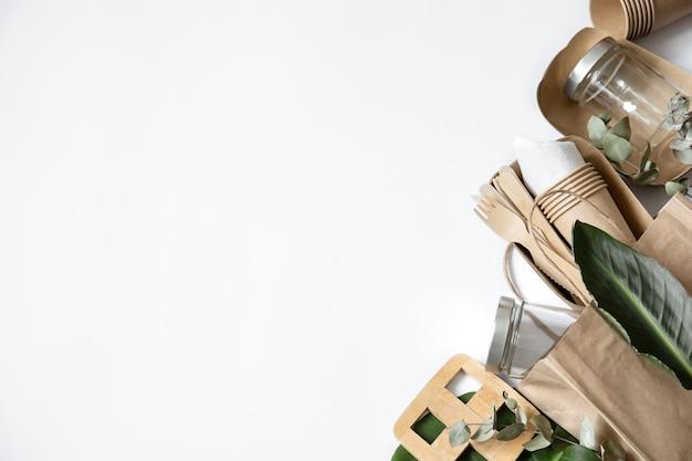 環境にやさしい使い捨て食器。フラットレイ