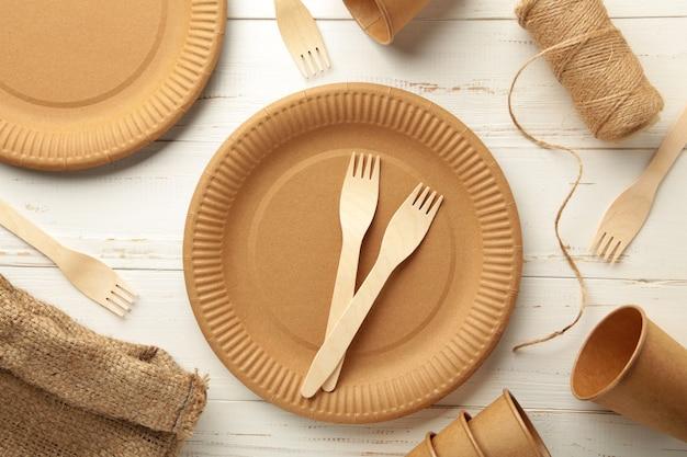 白地に環境にやさしい使い捨て食器。上面図