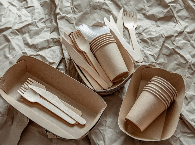 Eco-friendly disposable tableware used in fast food, restaurants, takeaways, picnics.