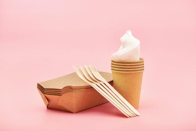 竹製の木と紙で作られた環境に優しい使い捨て道具