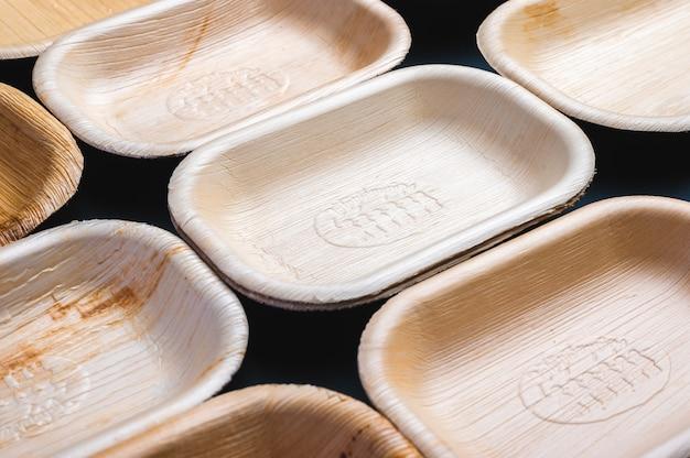 Экологичная одноразовая посуда из листовой тарелки. биоразлагаемый для устойчивой окружающей среды