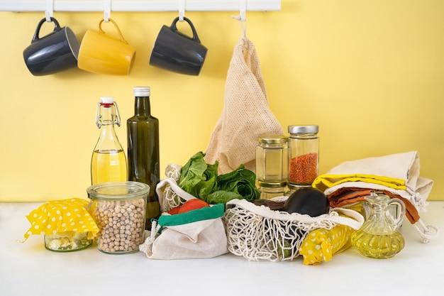 Экологичные многоразовые упаковки на кухне. нулевые отходы