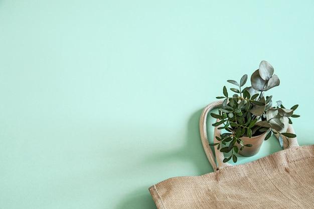 エコフレンドリーでスタイリッシュなリサイクル可能な紙食器。