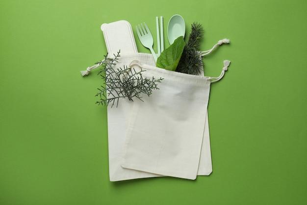 緑の表面に環境にやさしいゼロウェイストコンセプト