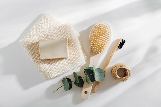 에코 천연 욕실 액세서리, 천연 화장품 제품 및 도구. 제로 폐기물 개념입니다. 플라스틱 무료. 평평한 평지, 평면도