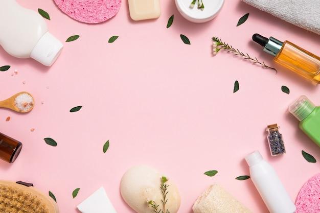 テーブルの上のエコオーガニック化粧品
