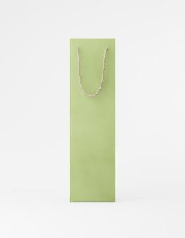 エコ包装のモックアップバッグクラフト紙、ハンドル前面。白い背景の宣伝広告に背の高い狭い緑のテンプレート。 3dレンダリング