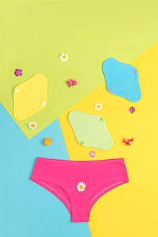 컬러 배경에 친환경 재사용 가능한 패드 및 속옷
