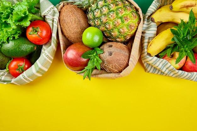 有機果物と野菜のエコショッピングバッグ。