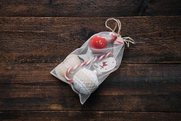 環境にやさしいクリスマスギフトラッピングdiyギフトラップ環境にやさしいアイデアクリスマスギフトボールと木製