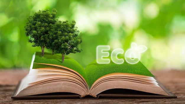 環境にやさしいリサイクルの概念リサイクルのシンボルは、植物で構成されたテーブルに置かれた本にあります