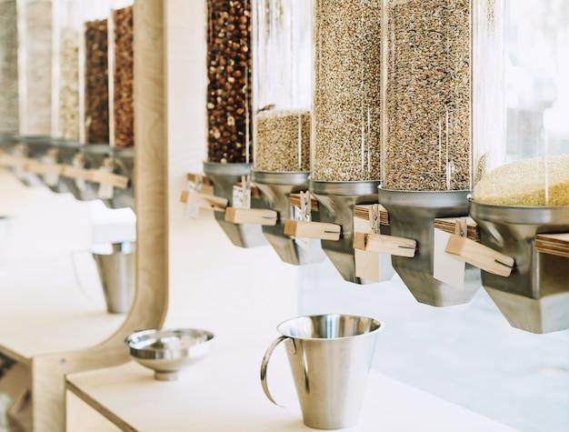 지속 가능한 플라스틱이 없는 식료품점에서 견과류 곡물을 위한 친환경 제로 웨이스트 샵 디스펜서