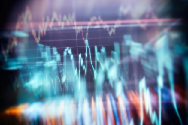 経済成長、不況。トレンドと株式市場の変動を示す電子仮想プラットフォーム、結果を見つけるためにチャートとグラフから分析するデータ。