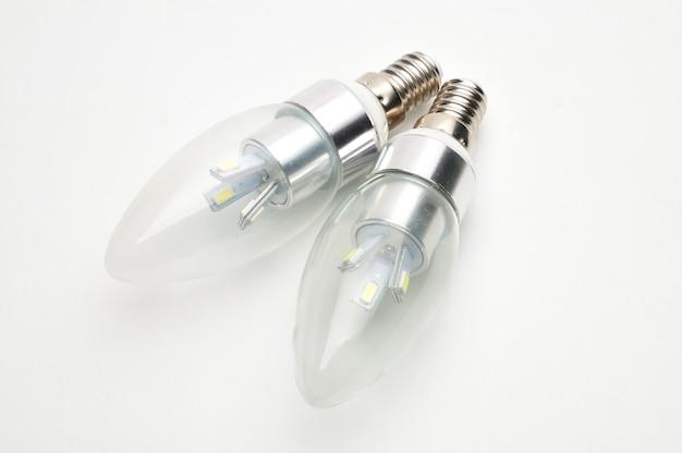 고립 된 흰색 조명을위한 경제적 인 led 램프