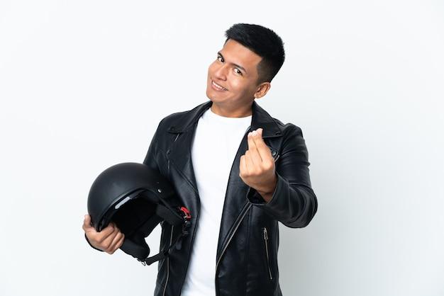 돈 제스처를 만드는 흰색 배경에 고립 오토바이 헬멧 에쿠도르 남자