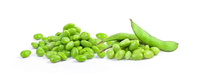 白で分離された枝豆