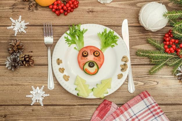お正月やクリスマスのテーブルに野菜で作った食用のクリスマス鹿。